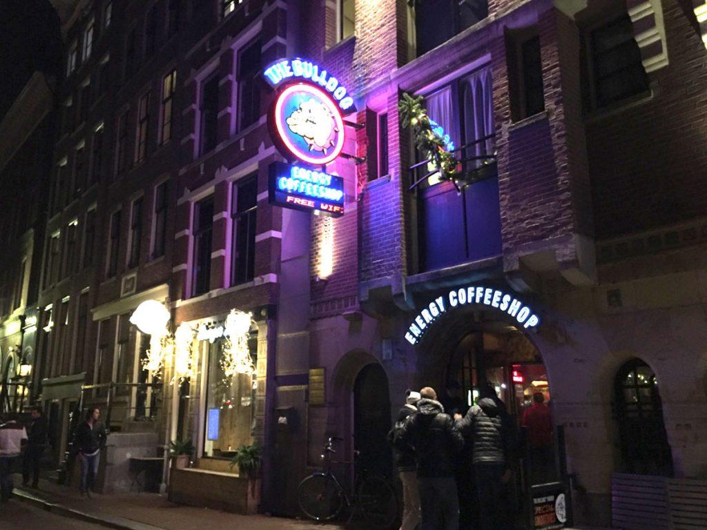 הבולדוג אמסטרדם קופי שופ